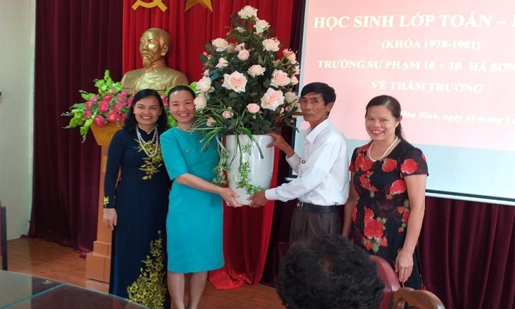 Học sinh Toán - Lý (Khóa 78-81), Trường Sư phạm 10+3B - Hà Sơn Bình về thăm trường