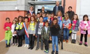 Hoạt động trao đổi, giao lưu văn hóa và học tiếng anh giữa trường Tiểu học Jacques Janier, Sauverny cộng hòa Pháp và trường Phổ thông thực hành Chất lượng cao Nguyễn Tất Thành thuộc trường Cao đẳng Sư phạm Hòa Bình