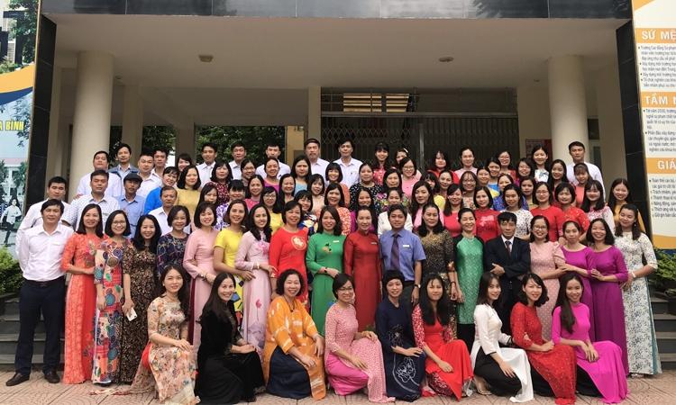 Nữ cán bộ, giảng viên, học sinh sinh viên trường Cao đẳng Sư phạm Hòa Bình tích cực dạy và học hưởng ứng 90 năm ngày Thành lập Hội liên hiệp Phụ nữ Việt Nam (20/10/1930- 20/10/2020) và Tuần lễ áo dài.